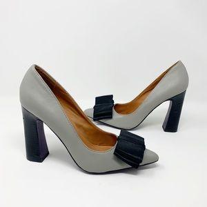 Mojo Moxie gray chunky heels with black bow